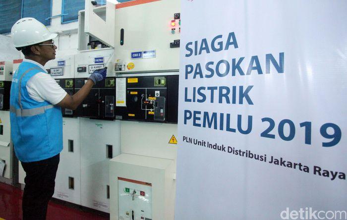 GM PT PLN (Persero) Unit Induk Distribusi Jakarta Raya, M. Ikhsan Asaad melakukan inspeksi kesiapan pasokan listrik untuk Debat Cawapres pada Minggu (17/3/2019) nanti.