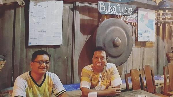 Gayanya nongkrong di Kotagede, Yogyakarta (romahurmuziy/Instagram)