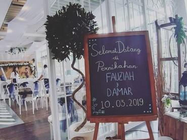 Dekorasi pernikahan putra kedua Dono Warkop, Damar Canggih Wicaksono dan Fauziah. Simpel dan elegan, tapi kece ya, Bun. (Foto: Instagram @masari0)