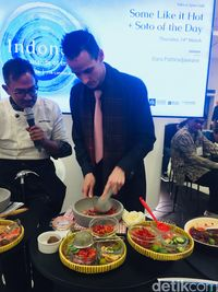Chef Bara Ajari Bule Bikin Sambal Terasi di London Book Fair 2019