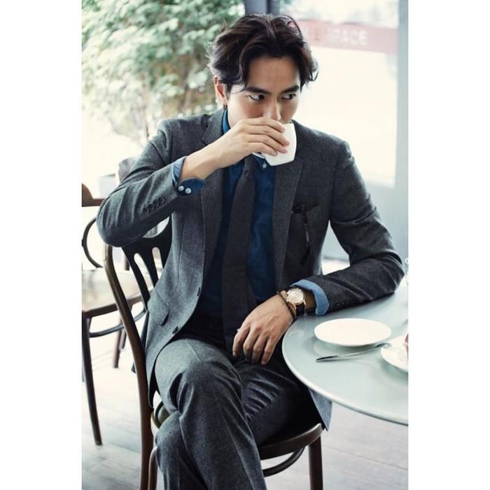 Sudah banyak serial drama ataupun film yang dibintangi Lee Jin-wook. Serial drama bergenre thriller berjudul Voice 2 cukup sukses di tahun lalu. Foto: Instagram sone8344