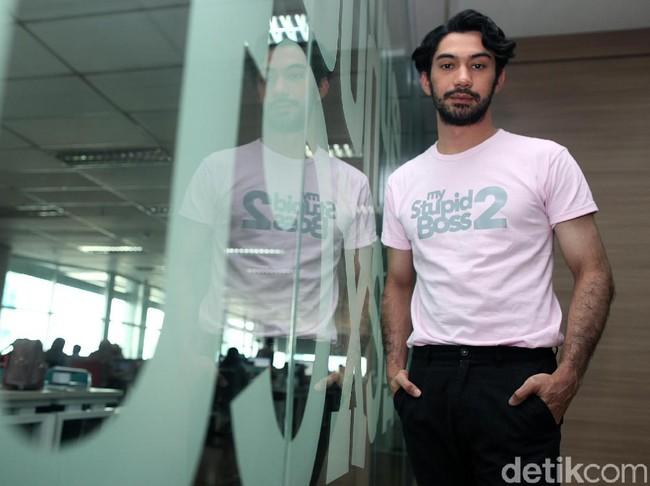 Duka Mendalam Reza Rahadian dan Hanung Saksikan BJ Habibie Dimakamkan