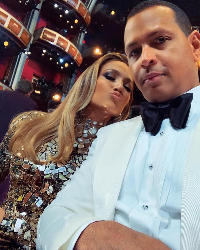 Kabar bahagia datang dari Arod dan J.Lo. Pada 10 Maret 2019, Arod mengumumkan dirinya telah bertunangan dengan J.Lo. Foto: Instagram arod