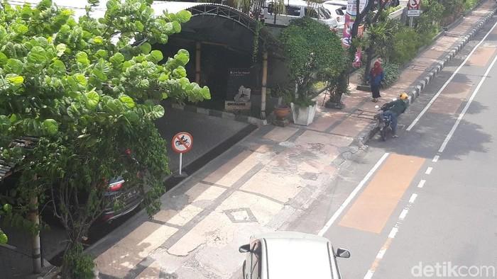 Pintu keluar Hotel Bumi yang diduga lokasi penangkapan Ketum PPP/Foto: Hilda Meilisa