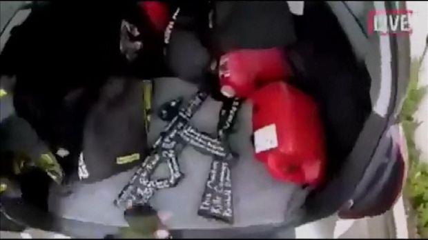 Senjata api di dalam mobil pelaku
