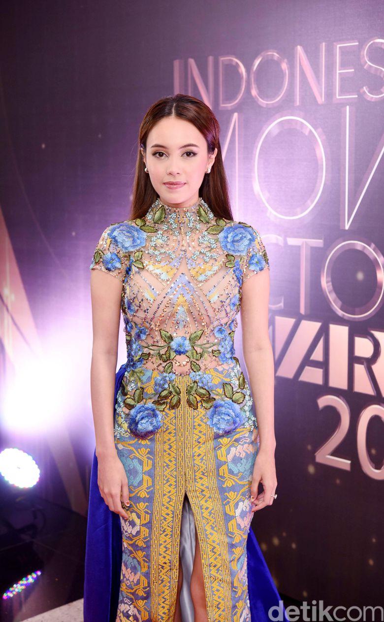 Anggika Bolsterli tampil sangat menawan di acara Indonesia Movie Actors Awards 2019 belum lama ini. Foto: Noel/detikFoto