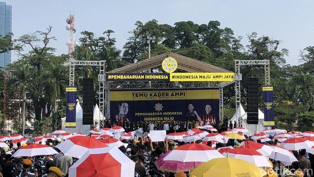Jokowi bertemu dengan kader Angkatan Muda Pembaharuan Indonesia (AMPI) seluruh Indonesia.