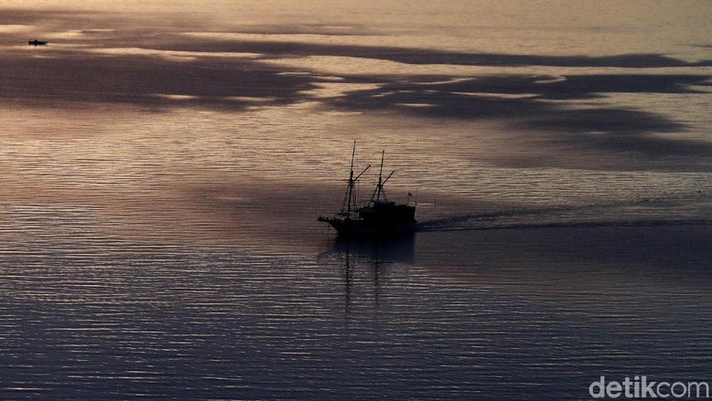 Menikmati Senja di Pantai Atlantis yang Mempesona