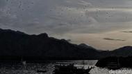 Foto Senja Diiringi Jutaan Kalong di Langit NTT
