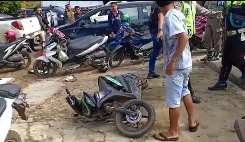 Motor Honda BeAT dibanting pengguna. Foto: Facebook