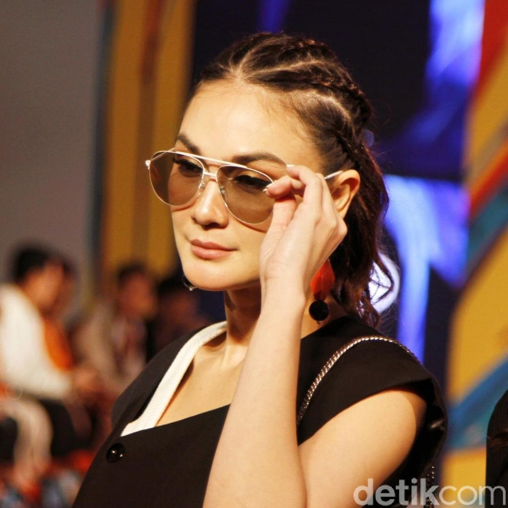 Heboh Status Kawin di DPT, Luna Maya: Berita Teraneh