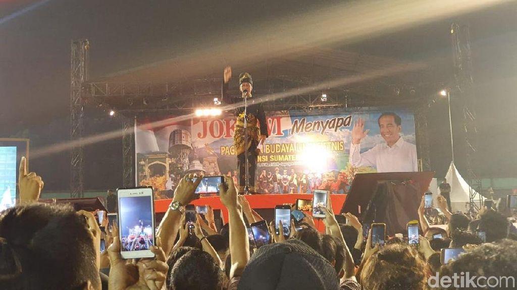 Kenakan Baju Adat Melayu, Jokowi Sapa Ragam Etnis di Sumut
