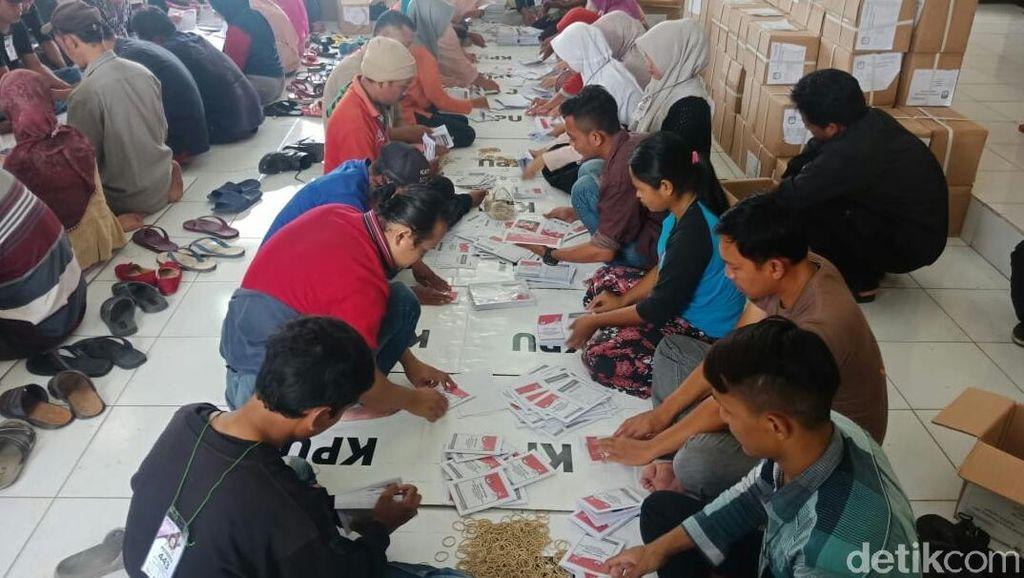 KPU Libatkan 650 Warga Cirebon Lipat Surat Suara Pemilu 2019