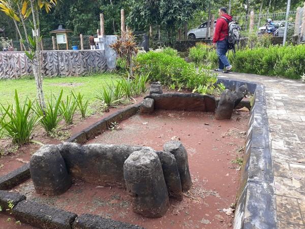 Situs Sokoliman berjarak 44 kilometer dari Kota Yogyakarta. Memasuki situs ini, traveler akan disambut ratusan menhir yang tertata rapi (Pradito/detikcom)