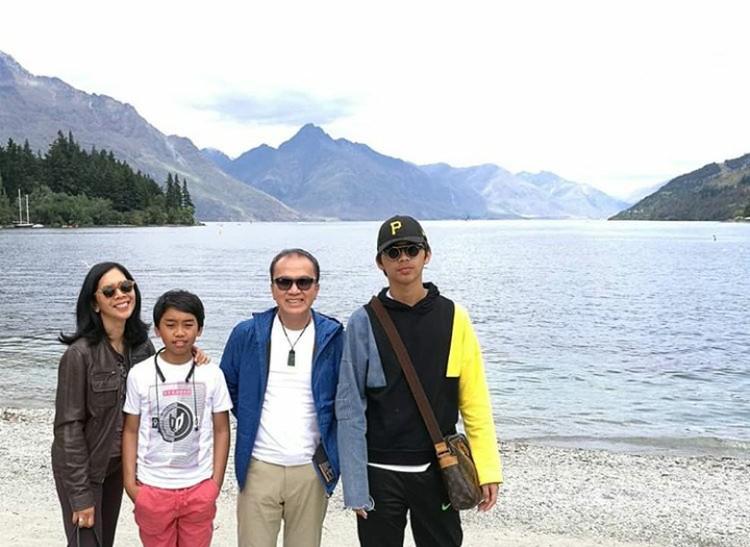 Ditunjuk sebagai Duta Besar Selandia Baru sejak 2017,Tantowi Yahya memboyong keluarganya ke sana. (Foto: Instagram @tantowiyahyaofficial)