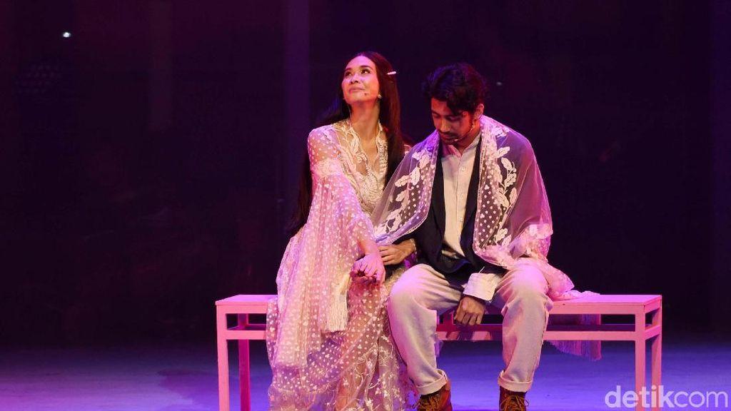 Syahdunya Lantunan Syair di Musikal Cinta Tak Pernah Sederhana