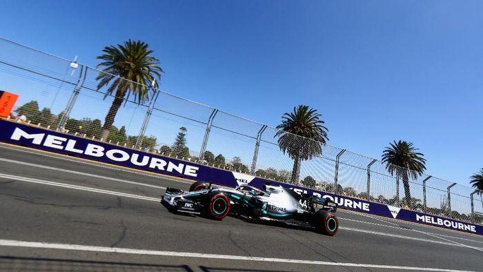 Lewis Hamilton kembali jadi yang tercepat di sesi latihan bebas ketiga GP Australia (Foto: Mark Thompson/Getty Images)