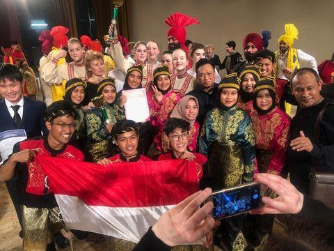 Tim Tari SMA Muhammadiyah 1 Yogyakarta raih prestasi pada International Folklore Festival ke-5 tanggal 10-13 Maret 2019 di Saint Petersburg, Rusia.
