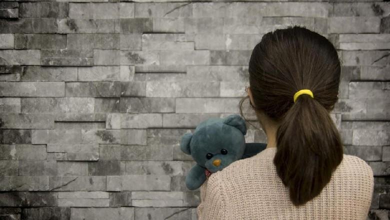 Memulihkan trauma anak yang jadi korban aksi penembakan/ Foto: istock