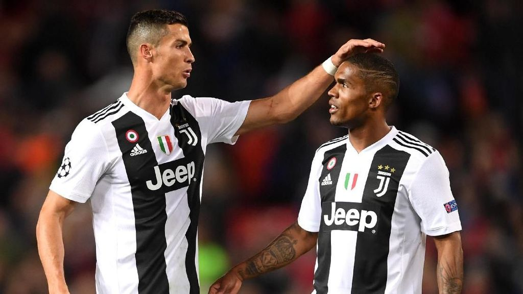 Ronaldo Buka Klinik Transplantasi Rambut, Kenapa Pemain Bola Rentan Botak?