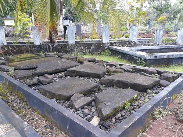 Dari penelitian arkeolog Belanda bernama Van Koningwaltz pada tahun 1941, peralatan di Sokoliman ini digunakan untuk upacara kubur batu. (Pradito/detikcom)