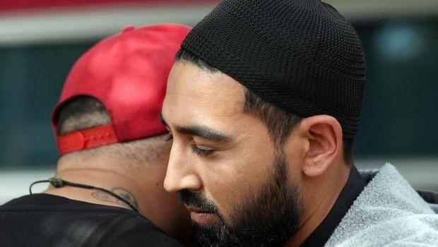 Warga New Zealand saling menguatkan usai teror masjid