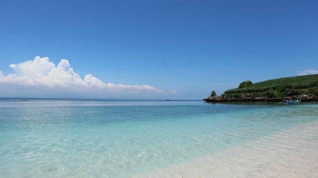 Pantai Perawan di Ujung Timur Pulau Lombok