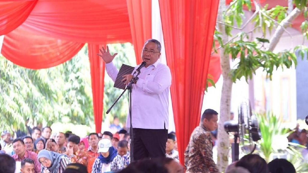 Di Bengkulu, Kemendes dan PUPR Kerja Sama Olah Karet Jadi Aspal