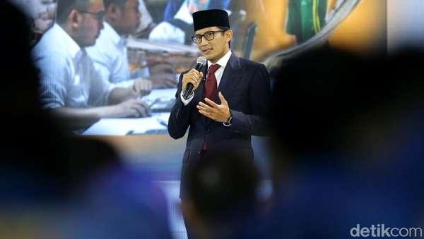 Banggakan e-KTP, Sandiaga Kritik Kartu Sakti Jokowi