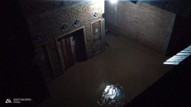 Banjir di Dompu NTB Belum Surut, Warga Mengungsi