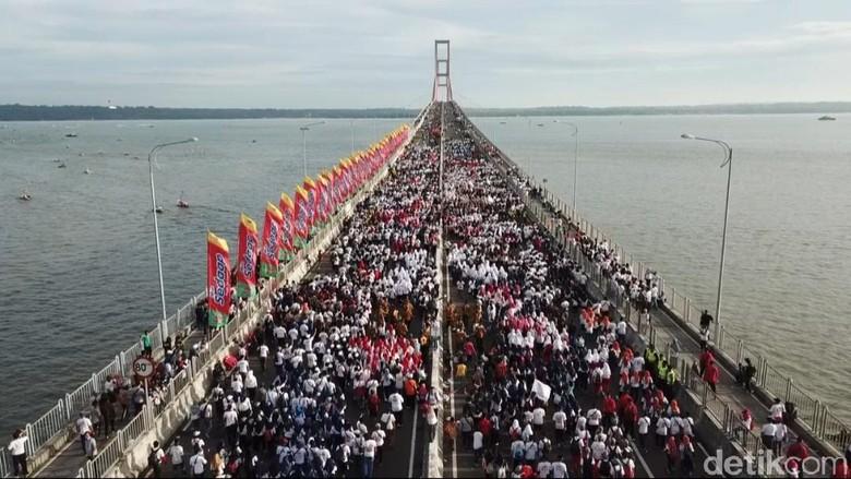 Millenial Road Safety Festival di Suramadu Dinodai Lagu Jokowi Wae
