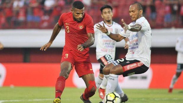 Marinus Wanewar gagal cetak gol saat uji coba lawan Bali United.