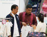 Kunjungi Medan, Jokowi Beli Sekilo Ikan Teri dan Nikmati Durian Legit