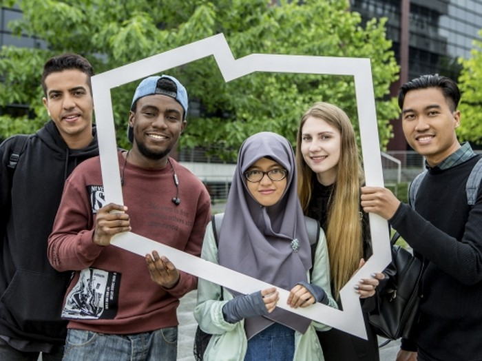 Foto: Ilustrasi mahasiswa dan mahasiswi Indonesia di Polandia. (go-poland.pl)