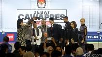 Maruf Amin dan Sandi Tutup Debat Sambil Swafoto
