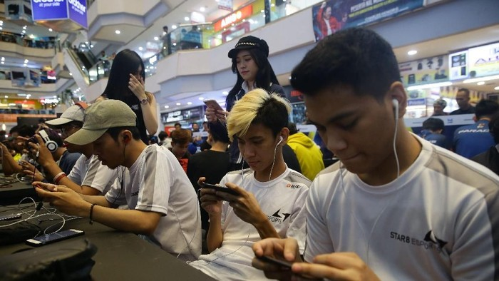 Turnamen NXL Mobile Esport Cup 2019 yang digelar di Mangga Dua Mal, Jakarta, berlangsung meriah. PUBG dan Mobile Legend diperlombakan.
