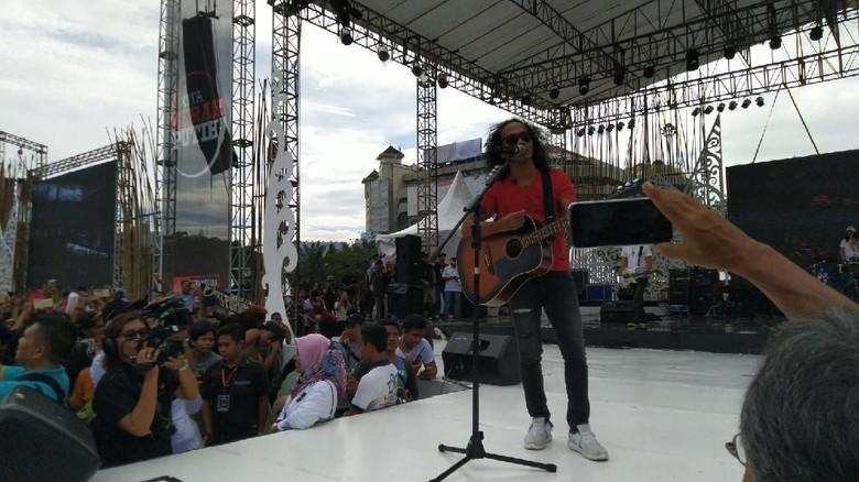Foto: Slank tampil di Apel Kebangsaan Kita Merah Putih di Simpang Lima Semarang (Angling/detikcom)