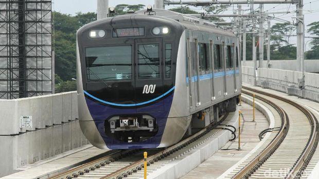 MRT Jakarta beroperasi.