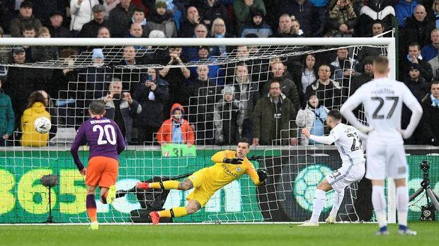 Man City sempat tertinggal 0-2 dari Swansea City pada babak pertama. (