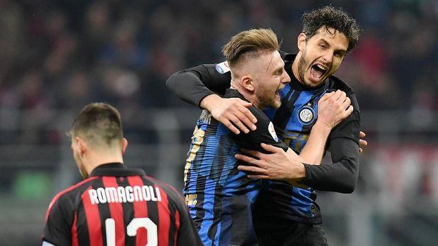AC Milan kalah 2-3 dari Inter Milan.