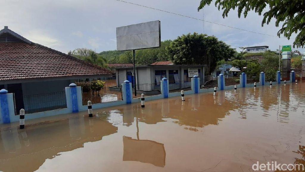 SMKN 1 Tajungsari Gunungkidul Terendam Banjir 2 Meter