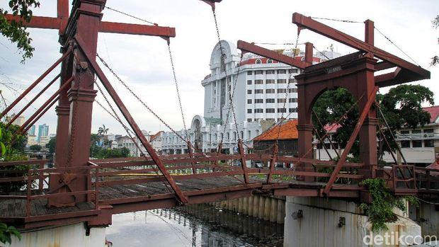 Jembatan tertua di Indonesia yakni Jembatan Kota Intan di kawasan Kota Tua, Jakbar, bakal dipercantik.