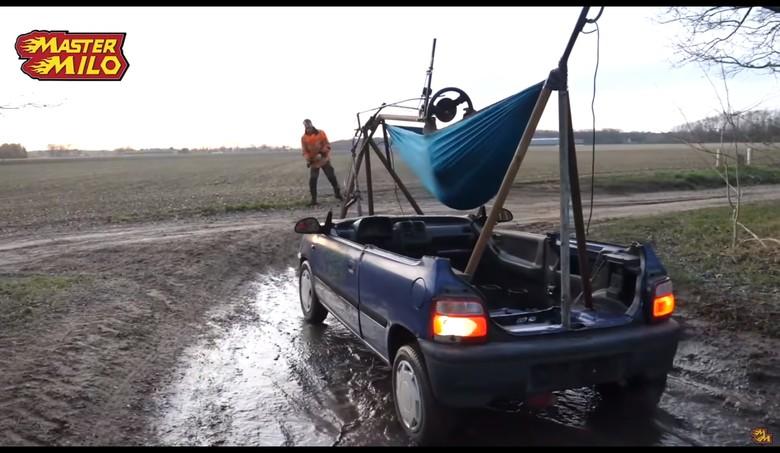 Jok Mobil Diganti Hammock. Foto: Istimewa