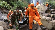Update Longsor Air Terjun NTB: 3 Tewas dan Seluruh Turis Sudah Dievakuasi