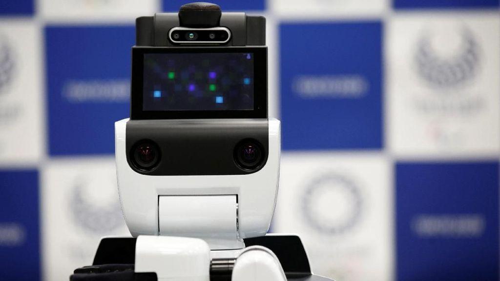 Ini merupakan wujud robot HSR (Human Support Robot) dari Toyota. Seperti terindikasi dari namanya, robot ini akan bertindak membantu orang-orang dalam sejumlah hal. (Foto: REUTERS/Kim Kyung-hoon)