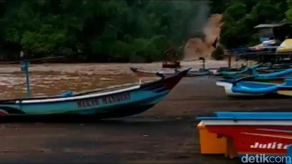 Sungai Bawah Tanah Pantai Baron Gunungkidul Meluap