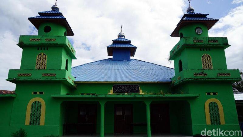 Inilah Masjid Jami An Nur yang disebut-sebut sebagai masjid tertua di Kota Bitung, Sulawesi Utara. Bangunan masjid ini sudah ada sejak Indonesia belum merdeka (Wahyu/detikTravel)
