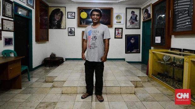 Raden Alan Yudi merupakan kakak Nike Ardilla yang tinggal di Jalan Aria Timur 1 Nomor 5, Cipamokolan, Rancasari, Bandung