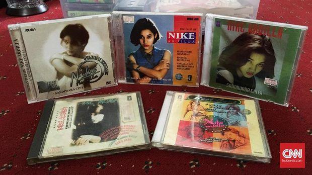 Koleksi CD Nike Ardilla milik Emma Amrin.