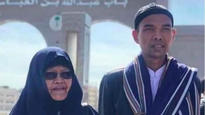 Ustaz Abdul Somad bersama ibunda (Instagram)